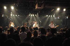 幸せ配達型ロックバンド『せきずい』