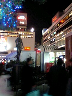 横浜駅西口にて